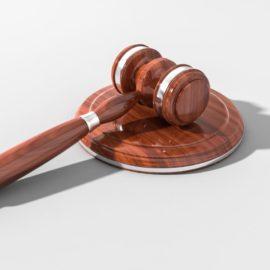 Nel reato di rapina, l'aggravante impropria sussiste anche se la vittima non si accorge del palo